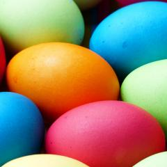 Coloured eggs, Image by Hans Braxmeier from Pixabay